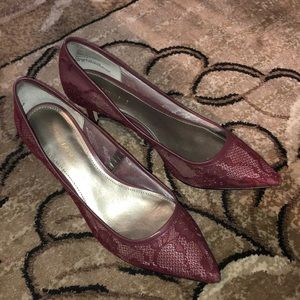 ✨✨Saks Fifth Avenue Maroon Lace Heels ✨✨